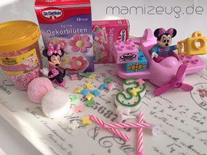 dekoration-fuer-minnie-mouse-geburtstagstorte